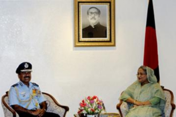 Indian air chief calls on PM