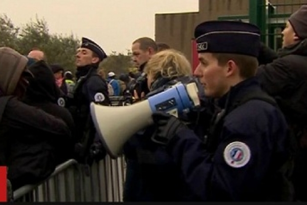 Calais-migrants-Hundreds-moved-from-