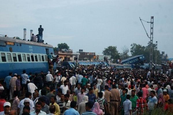 Train derails in India killing at least 23