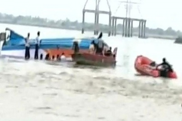 16 killed as boat capsizes in Andhra Pradesh