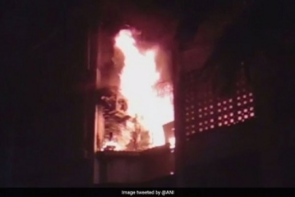4 dead in fire at a building in Mumbai