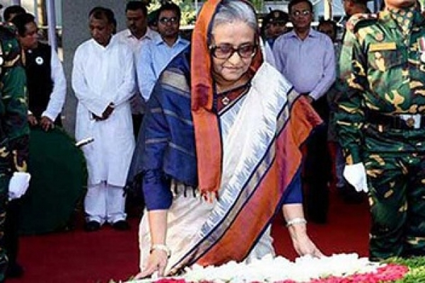 PM pays homage to Bangabandhu on Homecoming Day