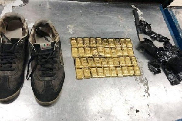 Over 4.5kg gold recovered from Biman cleaner's shoes