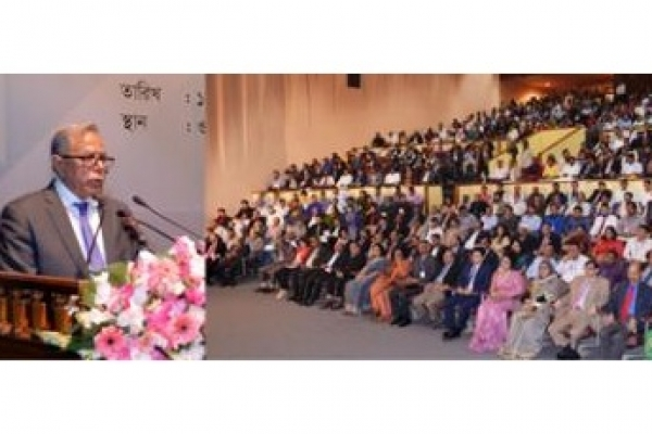 President seeks journalists' role to consolidate democracy