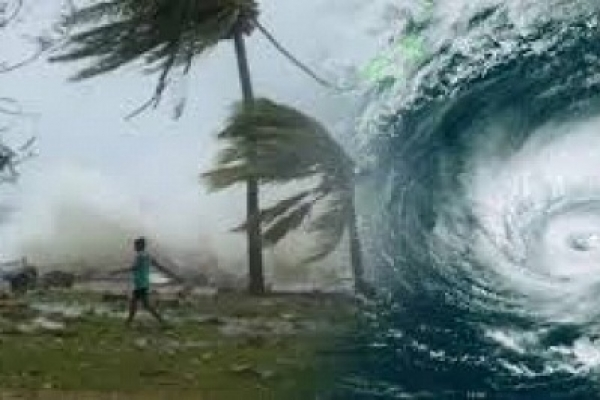 Cyclone Fani: Indians shelter from cyclone's onslaught