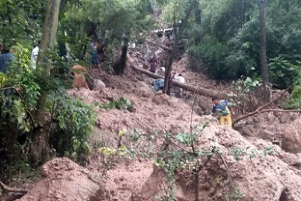 7 killed as landslide hits houses in Pakistan
