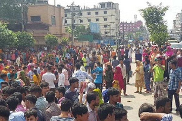 RMG workers block road in Shyamoli