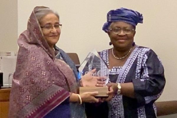 PM conferred with 'Vaccine Hero' award