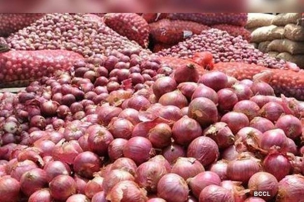 Onion to be sold at Tk 25 per kg from Saturday