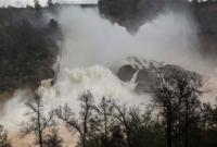 Mass evacuation as rain strains tallest US dam