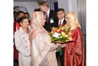 PM accorded red carpet reception in Stockholm