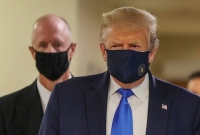Trump wears mask for first time in public